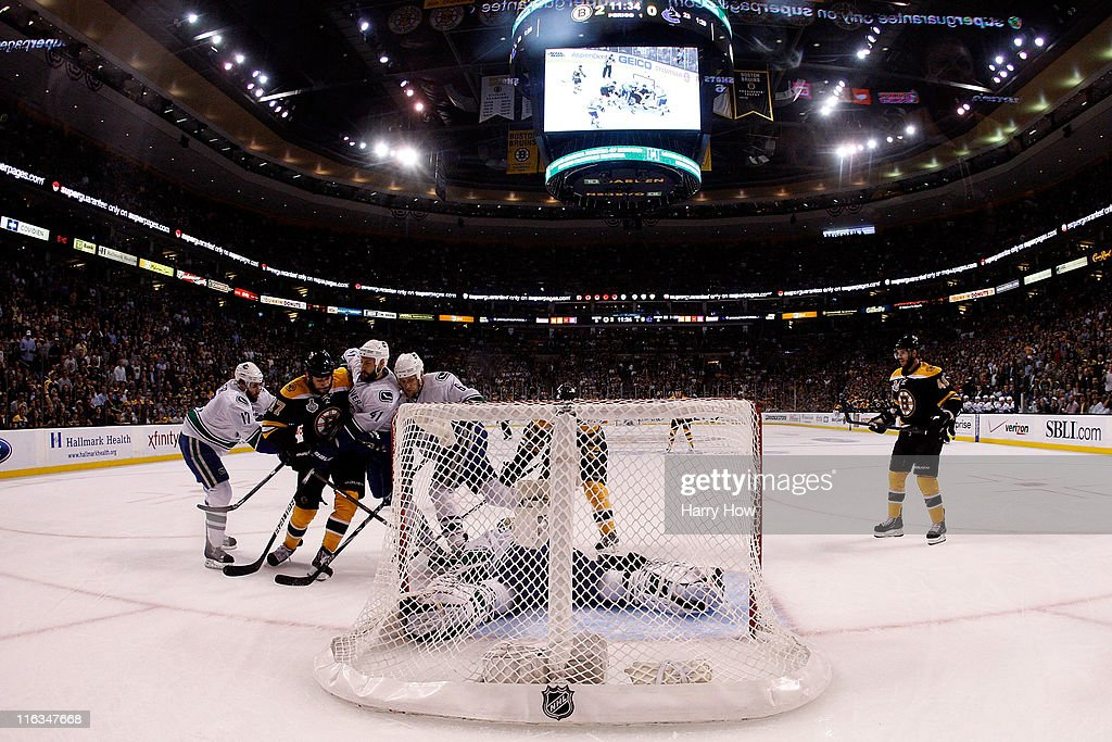 Roberto Luongo Of The Vancouver Canucks Tends Goal Against Milan