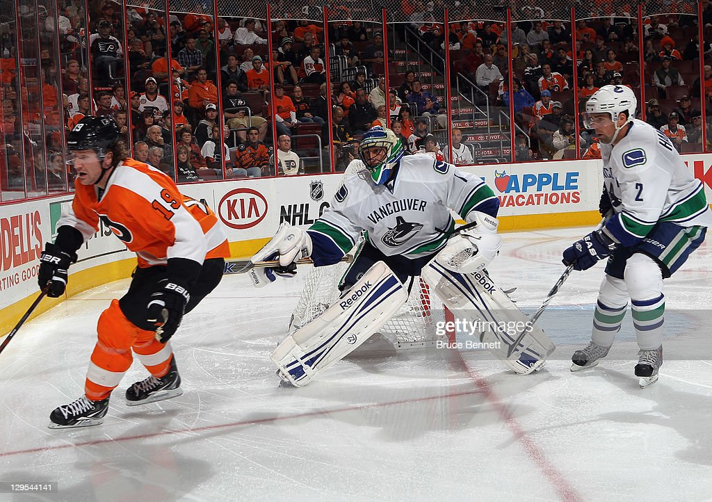 Roberto Luongo Of The Vancouver Canucks Tends Net Against The
