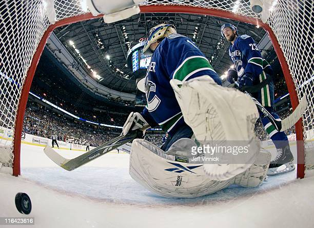 Roberto Luongo reacts to a Boston Bruins goal during Game Seven of 2011 NHL Stanley Cup Final between the Boston Bruins and the Vancouver Canucks at...