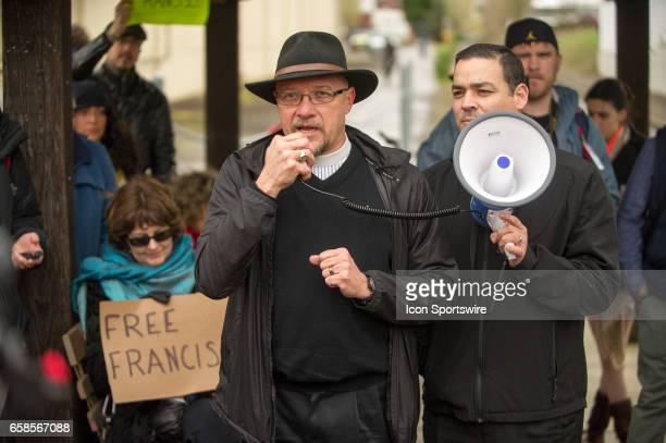 Roberto Maldonado priest of Santa Cruz Episcopalian Church of Gresham speaks at 'Immediate response to ICE' rally coorganized by Milenioorg and Voz...