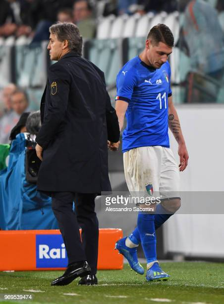 Roberto Mancini head coach of Italy shankes hands with Andrea Belotti of Italy during the International Friendly match between Italy and Netherlands...