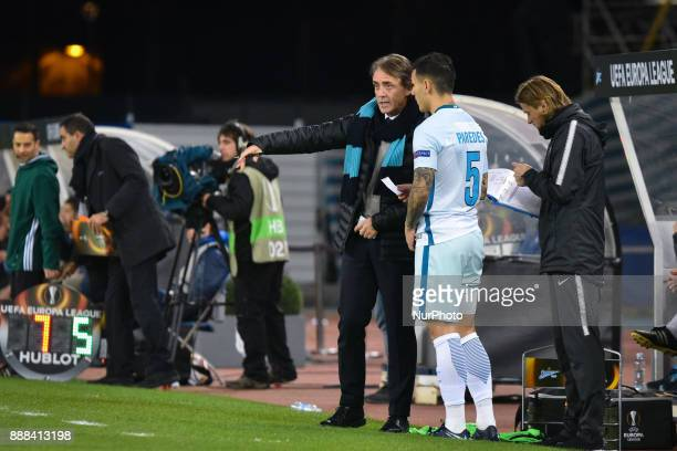 Roberto Mancini head coach of Zenit gives instructions to Leandro Paredes during the UEFA Europa League Group L football match between Real Sociedad...