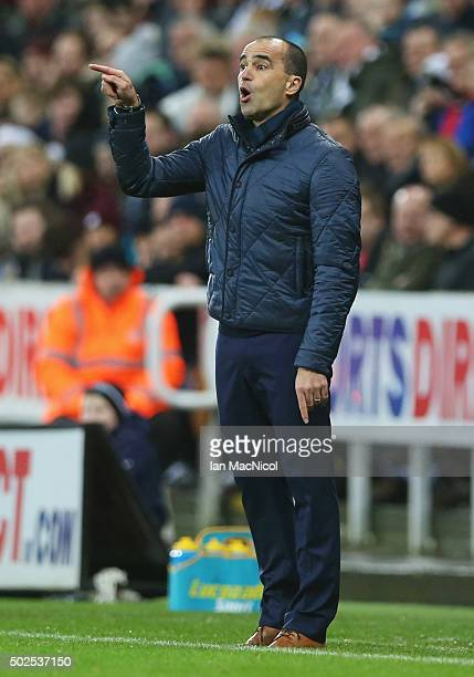 Roberto Martinez manager of Everton gives instructions during the Barclays Premier League match between Newcastle United and Everton at St James'...