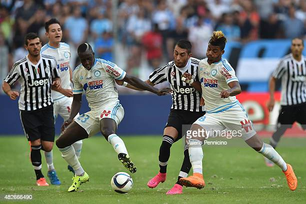 Roberto Maximiliano Pereyra of Juventus FC is challenged by Mario Lemina and Benjamin Mendy of Olympique de Marseille during the preseason friendly...
