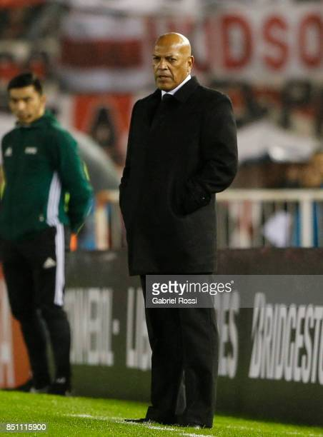 Roberto Mosquera coach of Wilstermann looks on during a second leg match between River Plate and Wilstermann as part of the quarter finals of Copa...