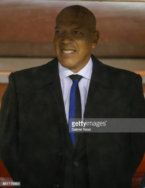 Roberto Mosquera coach of Wilstermann looks on prior a second leg match between River Plate and Wilstermann as part of the quarter finals of Copa...