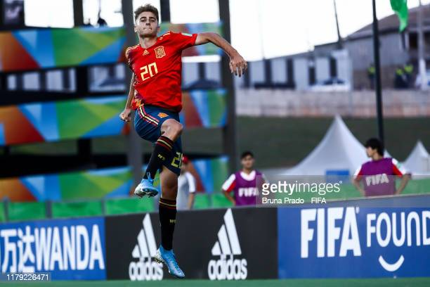 Roberto Navarro of Spain celebrates after scoring a gol during the FIFA U17 Men's World Cup Brazil 2019 group E match Spain and Tajikistan at Estadio...