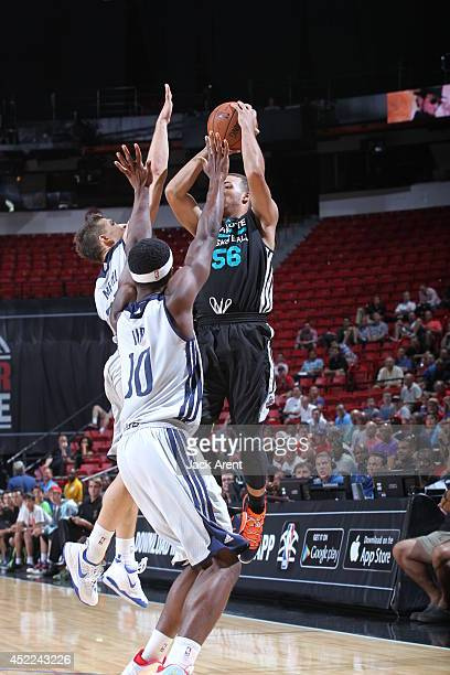Roberto Nelson of the Charlotte Hornets shoots the game winner against the Dallas Mavericks at the Samsung NBA Summer League 2014 on July 16 2014 at...