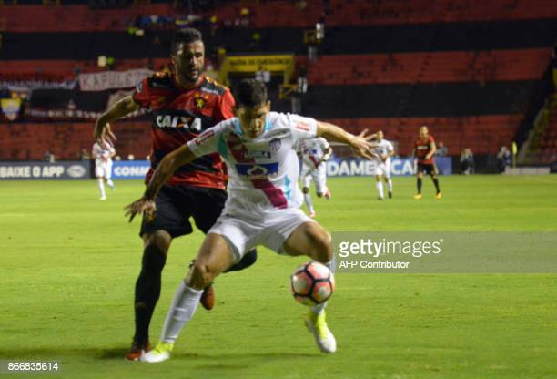 Roberto Ovelar of Colombia's Junior de Barranquilla vies for the ball with Ronaldo Alves of Brazil's Sport Recife during their Sudamericana Cup first...