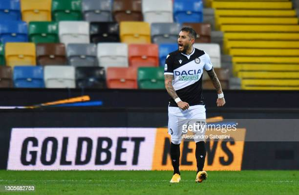 Roberto Pereyra of Udinese Calcio celebrates after scoring their team's second goal during the Serie A match between Udinese Calcio and US Sassuolo...
