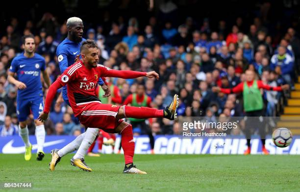 Roberto Pereyra of Watford scores his sides first goal during the Premier League match between Chelsea and Watford at Stamford Bridge on October 21...