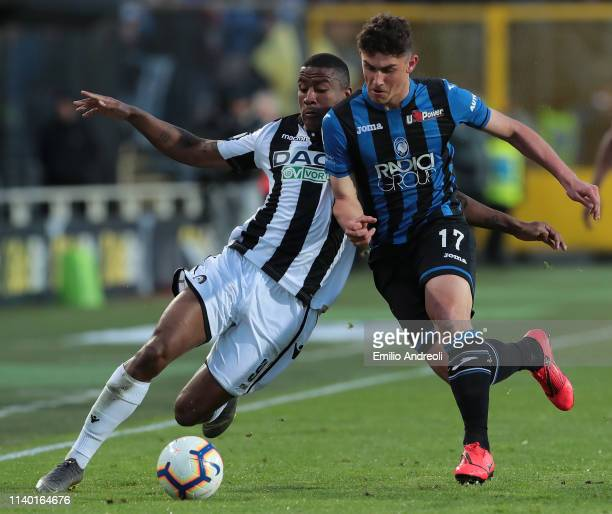 Roberto Piccoli of Atalanta BC is challenged by Marvin Zeegelaar of Udinese Calcio during the Serie A match between Atalanta BC and Udinese at Stadio...