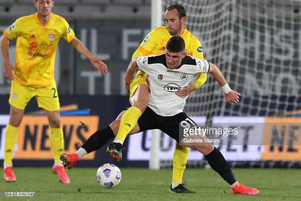 Roberto Piccoli of Spezia Calcio battles for the ball with Diego Godin of Cagliari Calcio during the Serie A match between Spezia Calcio and Cagliari...