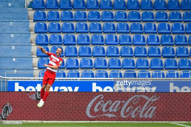 Roberto Soldado of Granada CF celebrates after scoring his team's second goal during the Liga match between Deportivo Alaves and Granada CF at...
