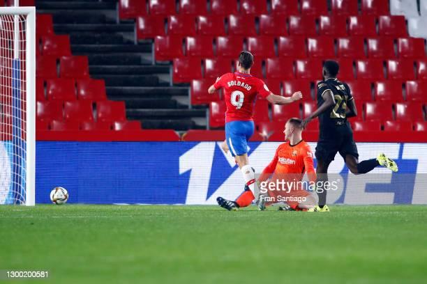 Roberto Soldado of Granada CF scores his team's second goal during the Copa del Rey match between Granada and Barcelona at Estadio Nuevo Los Carmenes...