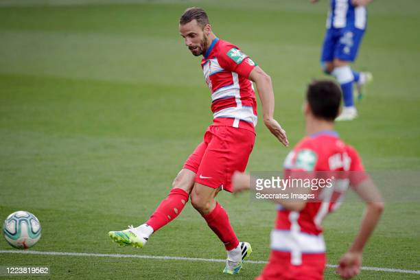 Roberto Soldado of Granada scores the second goal to make it 02 during the La Liga Santander match between Deportivo Alaves v Granada at the Estadio...