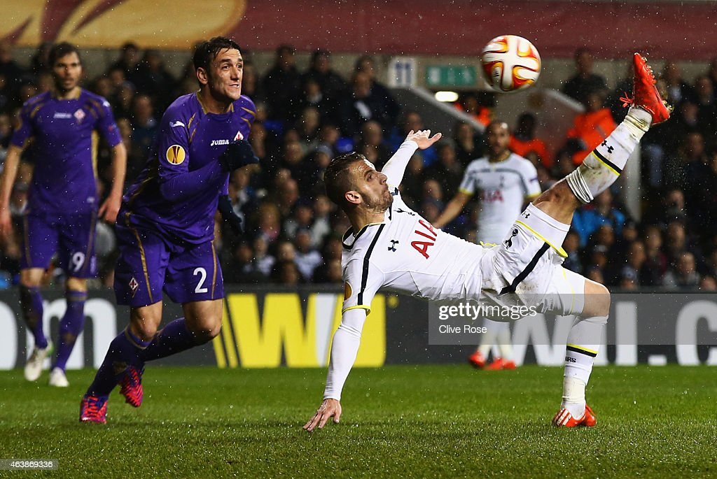 Roberto Soldado of Spurs attempts a spectacular effort on goal during the UEFA Europa League Round of 32 first leg match between Tottenham Hotspur FC and ACF Fiorentina at White Hart Lane on February 19, 2015 in London, United Kingdom.