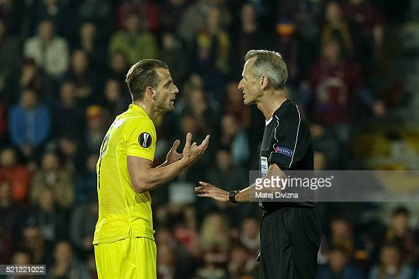 Roberto Soldado of Villareal argues with referee Martin Atkinson after receiving a yellow card during the UEFA Europa League Quarter Final second leg...
