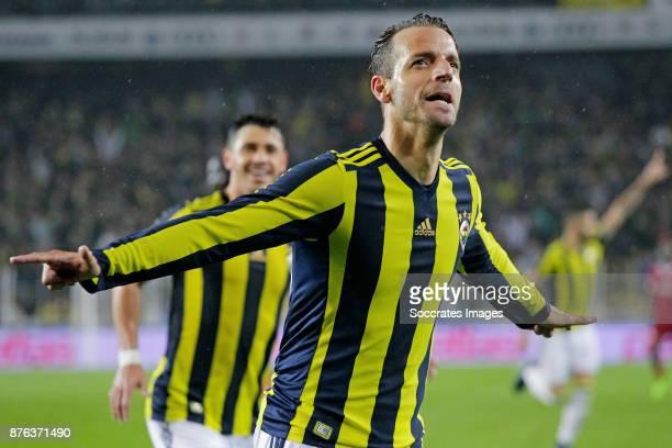 Roberto Soldado Rillo of Fenerbahce celebrates 3-1 during the Turkish Super lig match between Fenerbahce v Sivasspor at the Sukru Saracoglustadion on...