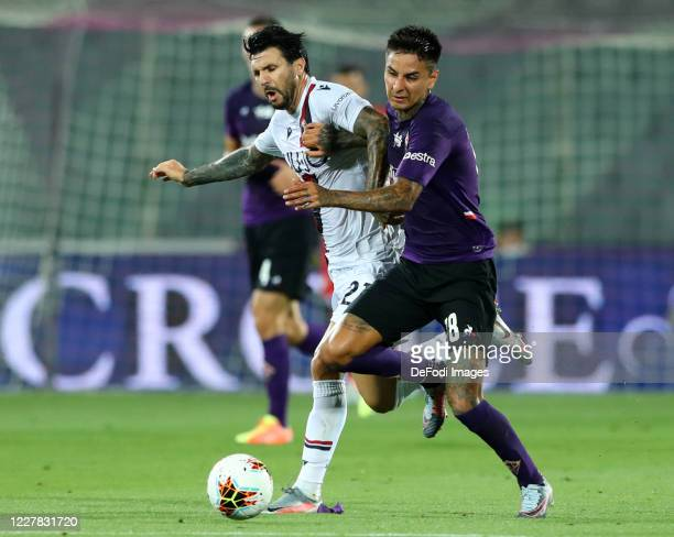 Roberto Soriano of Bologna FC and Eric Pulgar of ACF Fiorentina battle for the ball during the Serie A match between ACF Fiorentina and Bologna FC at...