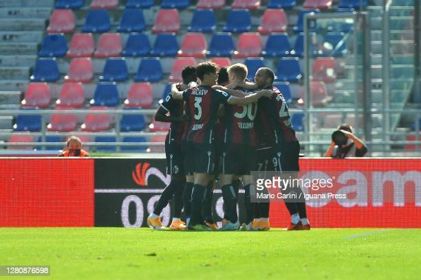 Roberto Soriano of Bologna FC celebrates after scorings the opening goal during the Serie A match between Bologna FC and US Sassuolo at Stadio Renato...