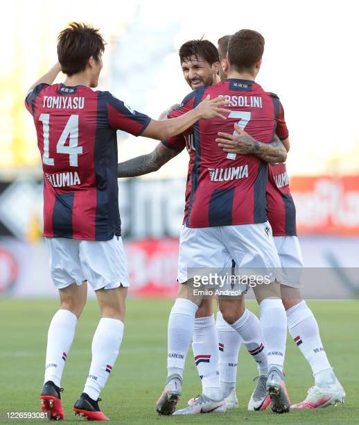 Roberto Soriano of Bologna FC celebrates his goal with his teammates during the Serie A match between Parma Calcio and Bologna FC at Stadio Ennio...
