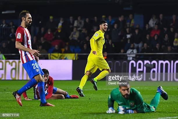 Roberto Soriano of Villarreal CF celebrates after scoring his team's third goal during the La Liga match between Villarreal CF and Club Atletico de...