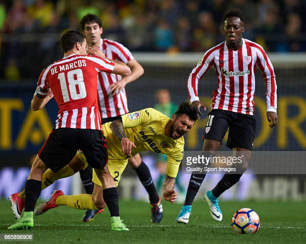 Roberto Soriano of Villarreal competes for the ball with Oscar de Marcos and Inaki Williams of Athletic Club during the La Liga match between...
