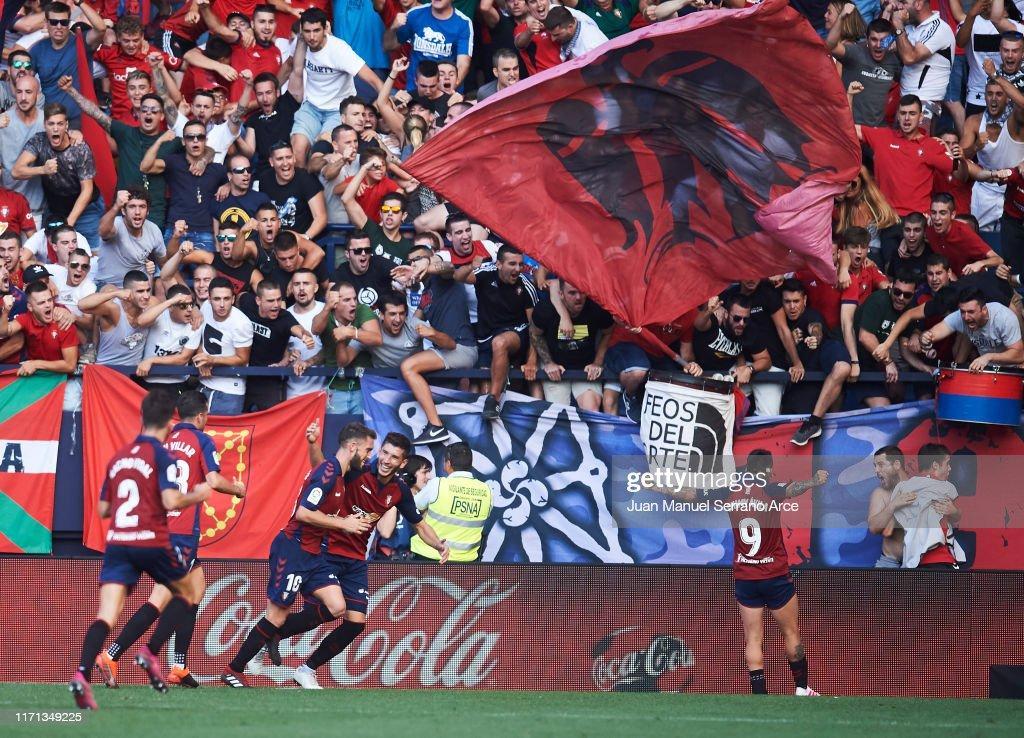 CA Osasuna v FC Barcelona  - La Liga : ニュース写真