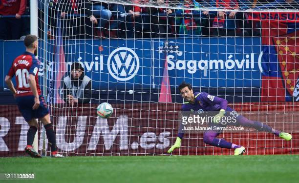 Roberto Torres of CA Osasuna scoring goal during the Liga match between CA Osasuna and RCD Espanyol at El Sadar Stadium on March 08, 2020 in...