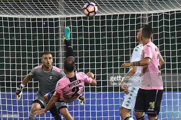 Roberto Vitiello of Palermo in action during the Serie A match between US Citta di Palermo and US Sassuolo at Stadio Renzo Barbera on August 21 2016...