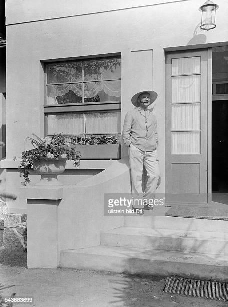 Roberts Ralph Arthur Actor Director Germany*02101884nee Robert Arthur Schoenherrsince 1928 intendant of the 'Theater an der Behrenstrasse' in Berlin...