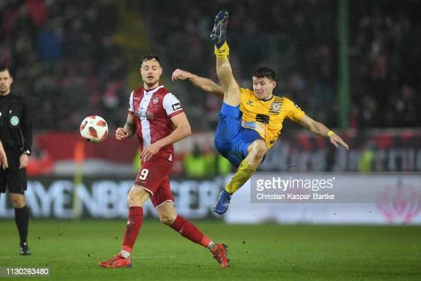 Robin Becker of Eintracht Braunschweig challenges Timmy Thiele of 1FC Kaiserslautern during the 3 Liga match between 1 FC Kaiserslautern and...
