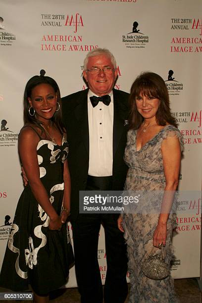 Robin Givens Phil Donahue and Marlo Thomas attend The 2006 AAFA AMERICAN IMAGE AWARDS to benefit ST JUDE CHILDREN'S RESEARCH HOSPITAL at Grand Hyatt...