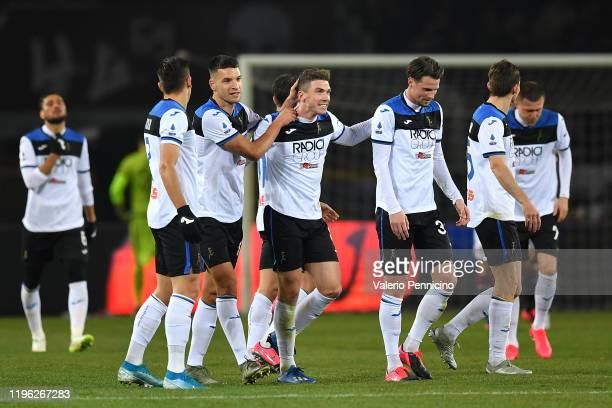 Robin Gosens of Atalanta BC celebrates a goal with team mates during the Serie A match between Torino FC and Atalanta BC at Stadio Olimpico di Torino...