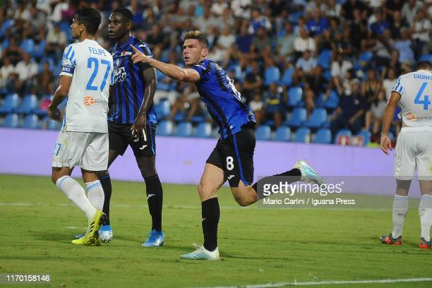 Robin Gosens of Atalanta BC celebrates after scoring a goal during the Serie A match between SPAL and Atalanta BC at Stadio Paolo Mazza on August 25,...