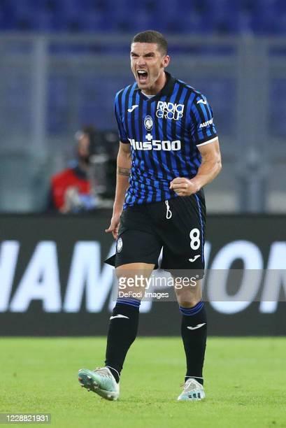 Robin Gosens of Atalanta BC celebrates after scoring his team's first goal during the Serie A match between SS Lazio and Atalanta BC at Stadio...