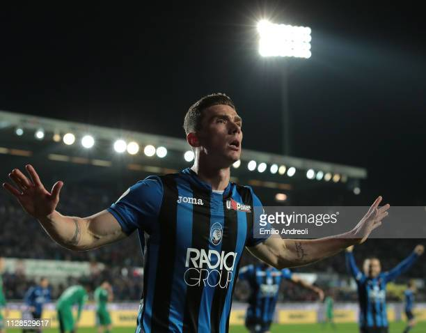 Robin Gosens of Atalanta BC celebrates his goal during the Serie A match between Atalanta BC and ACF Fiorentina at Stadio Atleti Azzurri d'Italia on...
