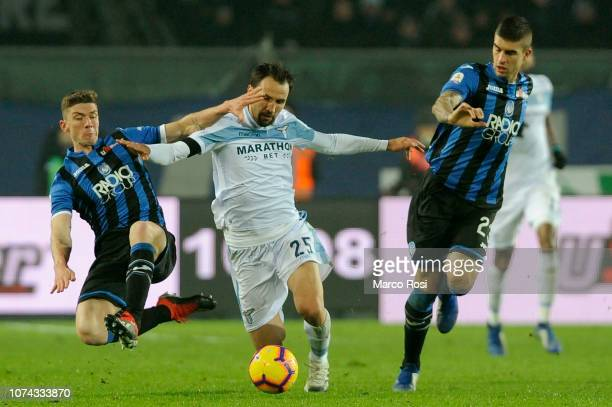 Robin Gosens of Atalanta BC competes for the ball with Milan Badelj of SS Lazio during the Serie A match between Atalanta BC and SS Lazio at Stadio...