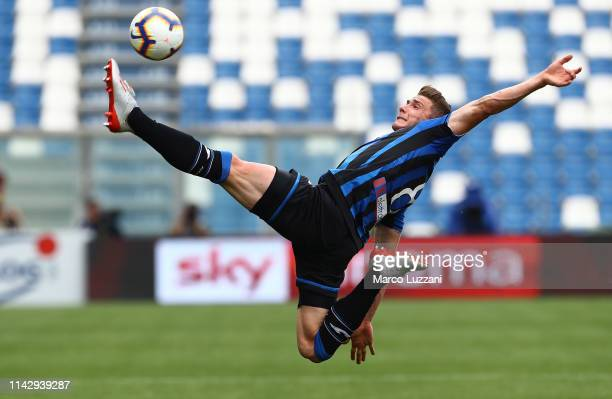 Robin Gosens of Atalanta BC controls the ball during the Serie A match between Atalanta BC and Genoa CFC at Mapei Stadium - Citta del Tricolore on...
