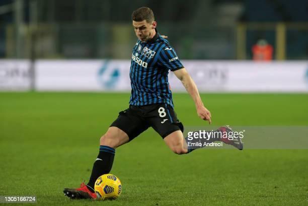 Robin Gosens of Atalanta B.C. Makes a pass during the Serie A match between Atalanta BC and FC Crotone at Gewiss Stadium on March 03, 2021 in...