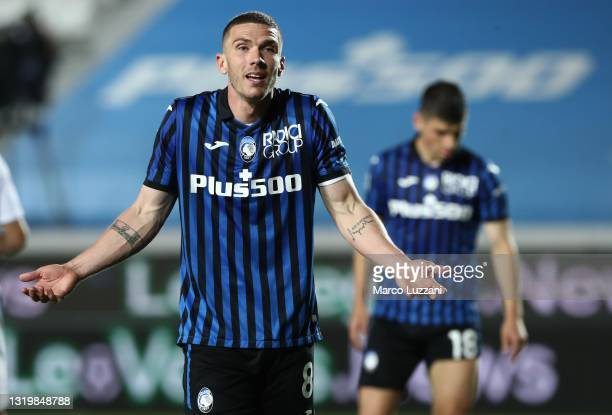 Robin Gosens of Atalanta BC reacts during the Serie A match between Atalanta BC and AC Milan at Gewiss Stadium on May 23, 2021 in Bergamo, Italy....
