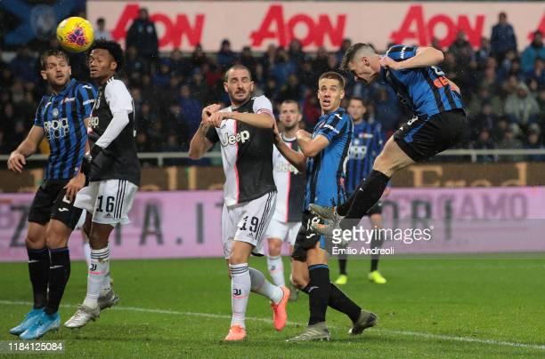 Robin Gosens of Atalanta BC scores the opening goal during the Serie A match between Atalanta BC and Juventus at Gewiss Stadium on November 23 2019...