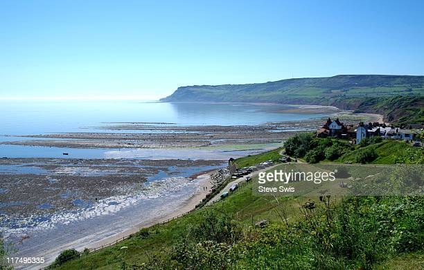 9587 robin hoods bay - bay of water stock pictures, royalty-free photos & images
