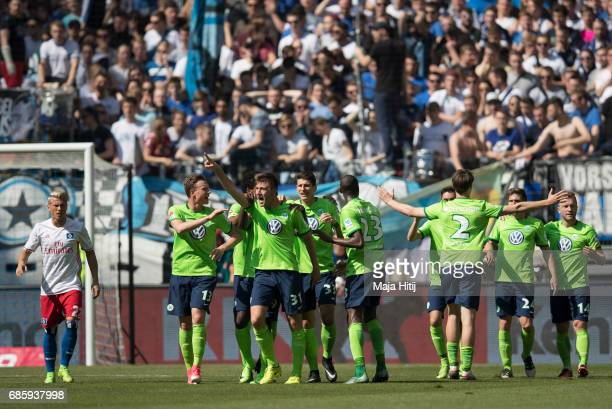 Robin Knoche of Wolfsburg celebrates with his teammates after scoring his team's first goal during the Bundesliga match between Hamburger SV and VfL...