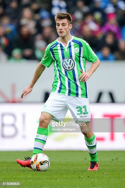 Robin Knoche of Wolfsburg controls the ball during the Bundesliga match between 1899 Hoffenheim and VfL Wolfsburg at Wirsol RheinNeckarArena on March...