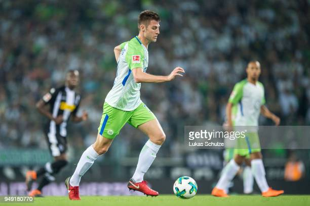 Robin Knoche of Wolfsburg in action during the Bundesliga match between Borussia Moenchengladbach and VfL Wolfsburg at BorussiaPark on April 20 2018...