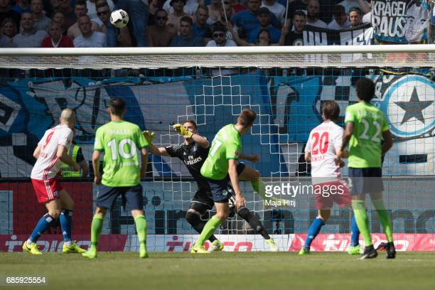 Robin Knoche of Wolfsburg scores his team's first goal during the Bundesliga match between Hamburger SV and VfL Wolfsburg at Volksparkstadion on May...