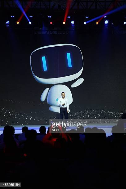 """Robin Li , founder, chairman and CEO of Baidu, introduces the new AI-powered digital assistant """"Duer"""" during the 2015 Baidu Technology Innovation..."""