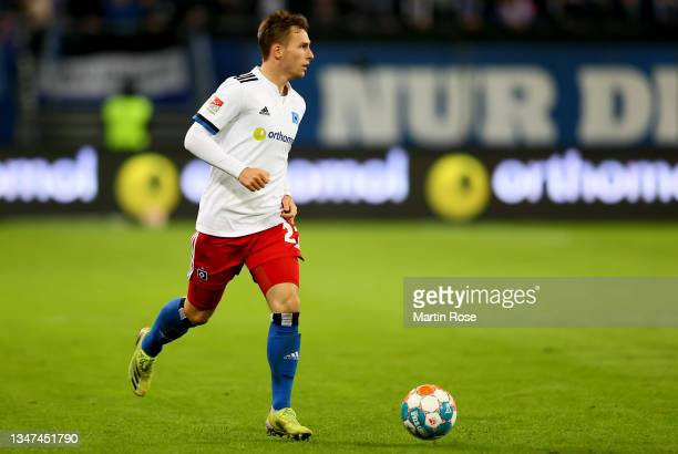 Robin Meissner of Hamburger SV controls the ball during the Second Bundesliga match between Hamburger SV and Fortuna Düsseldorf at Volksparkstadion...